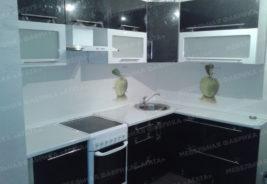 Кухни на заказ Воронеж - черный, белый, стекло