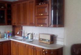 кухни в рассрочку белая столешница воронеж темное дерево