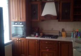 кухни в рассрочку воронеж темное дерево, белая столешница