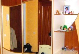 Шкафы-купе на заказ Воронеж - красный, белый, зеркало