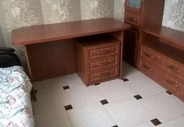 стол темное дерево корпусная мебель на заказ